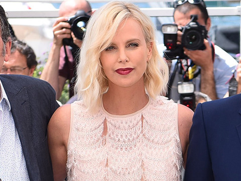 "Exes Charlize Theron and Sean Penn Keep Their Distance at ""The Last Face"" Photocall in…"