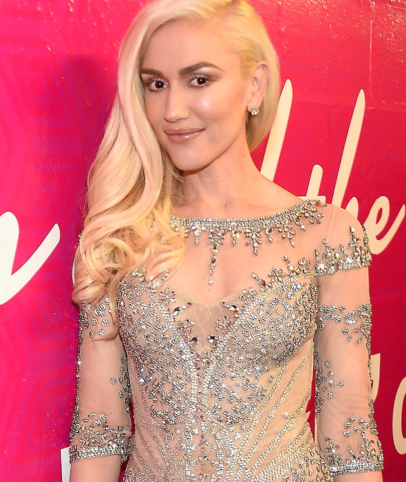 Gwen Stefani Sparkles After Romantic Duet with Blake Shelton at #BBMAs