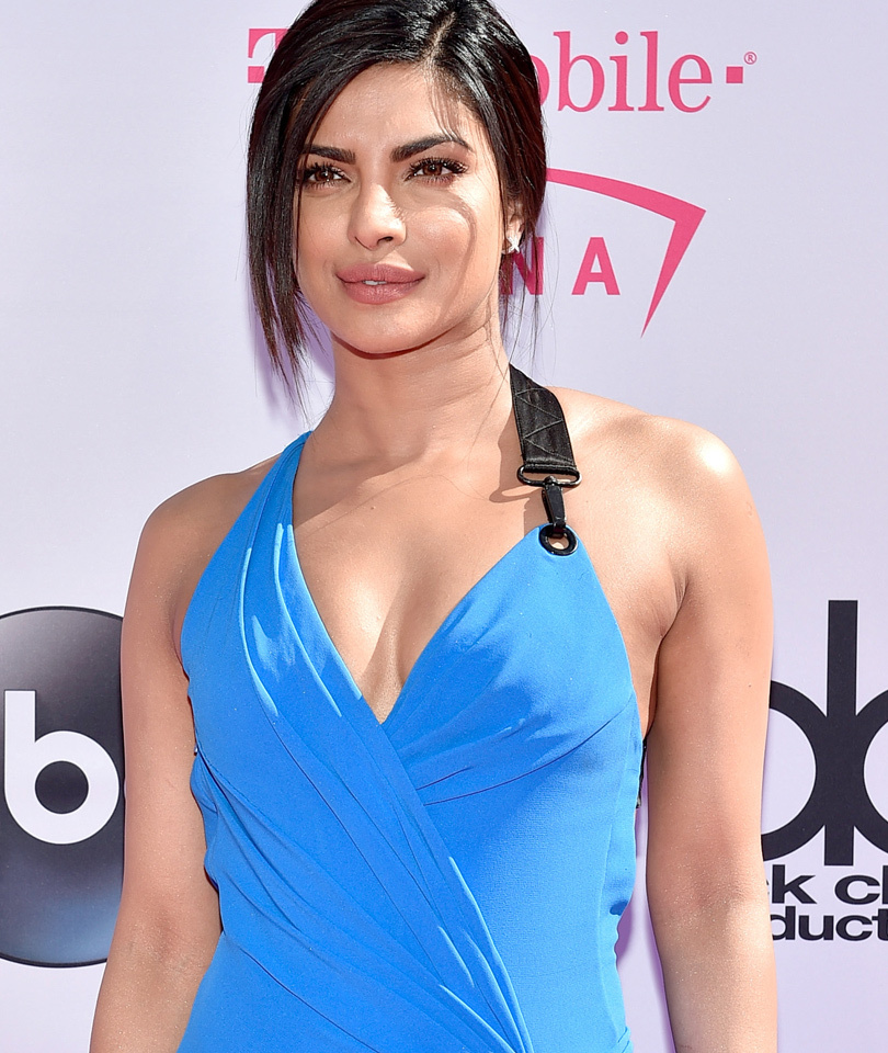 Priyanka Chopra Is Beautiful In Blue on the Red Carpet at the #BBMAs