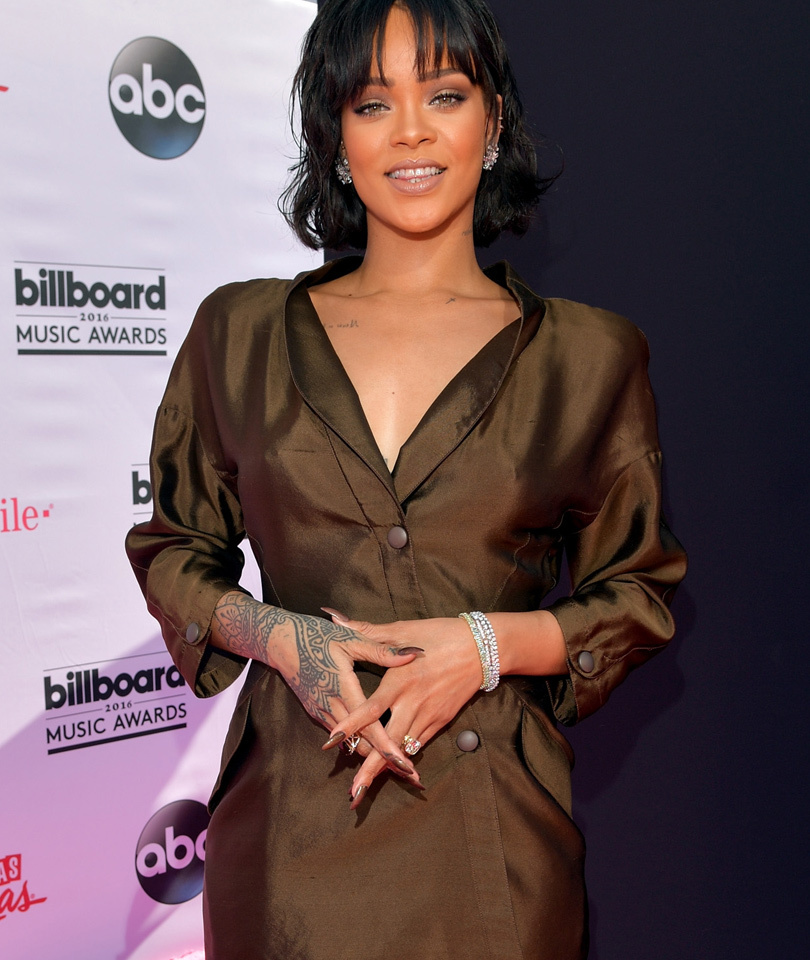 Rihanna Shocks Us with Extremely Understated Look -- See All the Billboard…