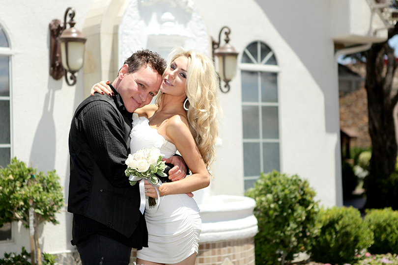 Pregnant Courtney Stodden Amp Doug Hutchison Renew Vows For 5th Anniversary Waitll You See Her