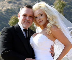 Pregnant Courtney Stodden & Doug Hutchison Renew Vows for 5th Anniversary…