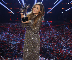 """Former """"Curly Sue"""" Star Alisan Porter Wins Season 10 of """"The Voice"""" for Team…"""