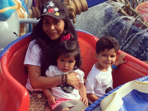 Snooki Snaps Cute Photo with Look-Alike Kids at Disneyland!