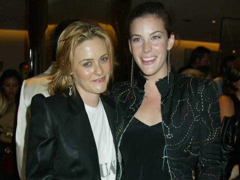 """Alicia Silverstone & Liv Tyler's """"Crazy"""" Reunion Will Make Your Day -- See These '90s…"""