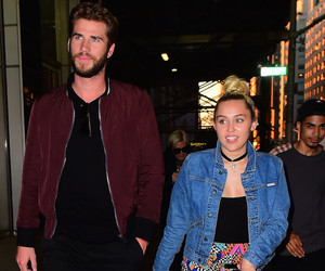 Miley Cyrus & Liam Hemsworth Share PDA In NYC – See the Hand-Holding Pics!