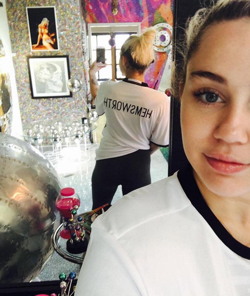"Miley Sparks Wedding Rumors with New ""Hemsworth"" Selfie"
