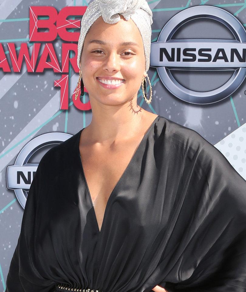 No Makeup Here! Alicia Keys Was Bare-Faced & Beautiful at BET Awards