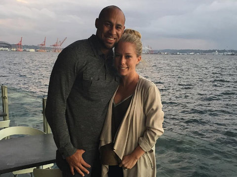 "Kendra & Hank Talk ""Ups & Downs"" on Anniversary"