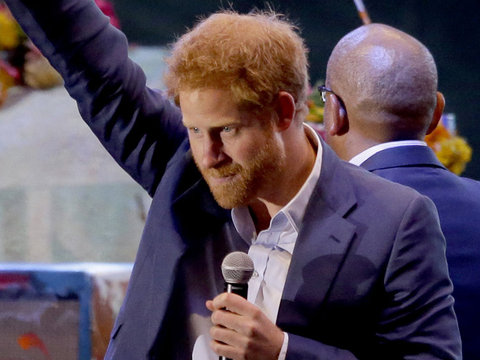 Prince Harry Gets On Stage with Coldplay & More Hot Hollywood Photos