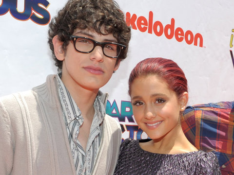 "Ariana Grande Reunites with Her ""Victorious"" Costars"