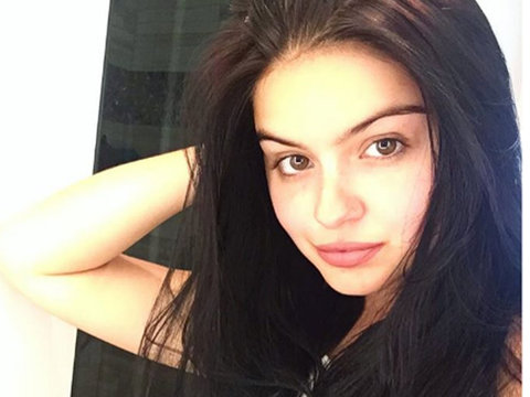 """Ariel Winter Trades In Bold Red Hair to Go """"Back to Black"""""""