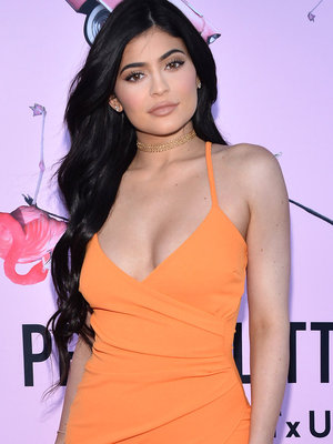 See Kylie Jenner's Scantily-Clad Photo Shoot (Photos)