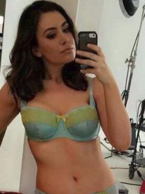 Sophie Shows Skin & More -- See This Week's Best Celeb Selfies!