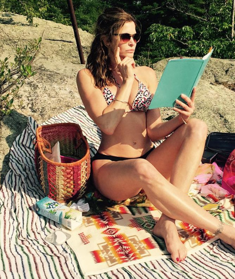 "Stephanie Seymour, 47, Flaunts Killer Bikini Bod During ""Business Meeting"""