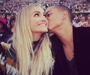 "Evan Ross Takes ""Beautiful Wife"" Ashlee Simpson to See His Mom Diana Ross In…"