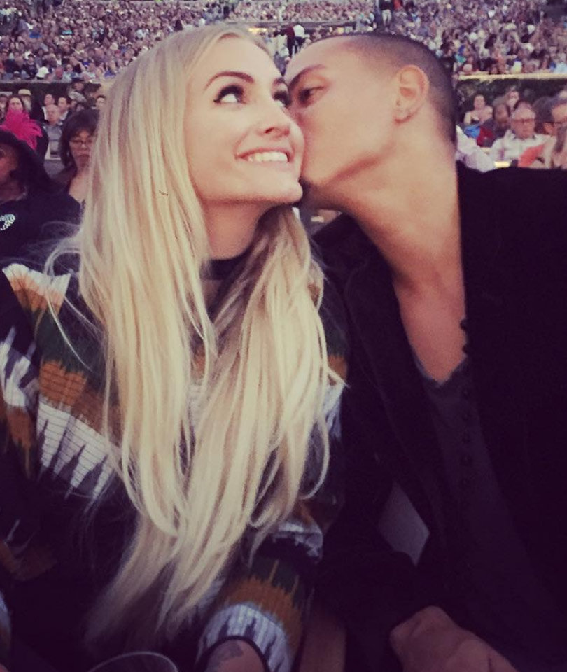 """Evan Ross Takes """"Beautiful Wife"""" Ashlee Simpson to See His Mom Diana Ross In…"""