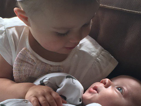 Kelly Clarkson Posts Pic of River Rose & Baby Remy