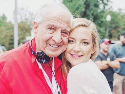 """Kate Hudson Shares Loving Tribute to Garry Marshall: """"He Loved People, He Loved Making…"""