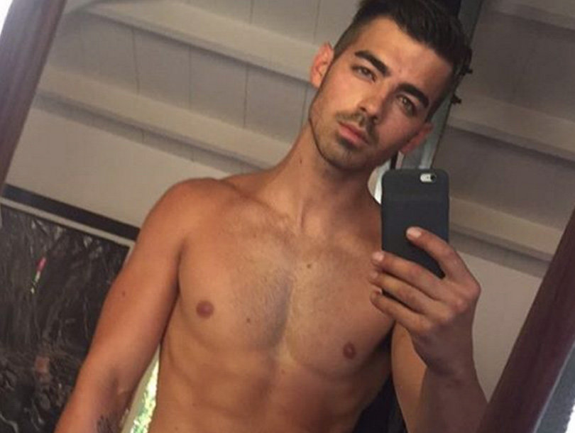 Nick Who?! Everyone's Freaking Out Over Shirtless Joe Jonas Pic!