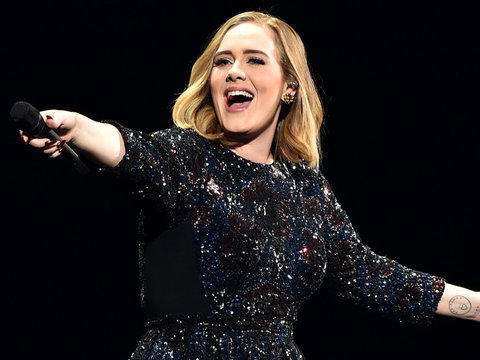 "Oops! Adele ""Mortified"" After Credit Card Declined at H&M"
