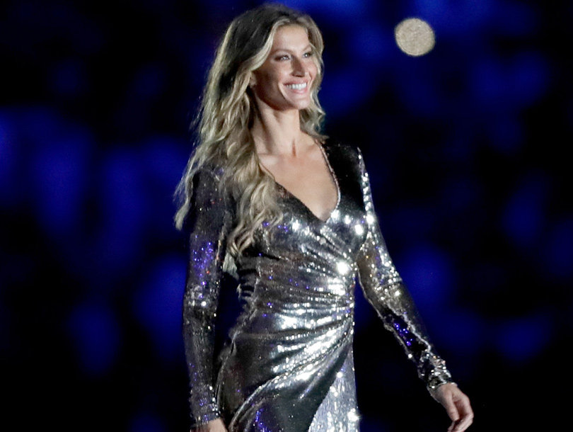 Gisele Bundchen STUNS at Opening Ceremony of 2016 Olympic Games