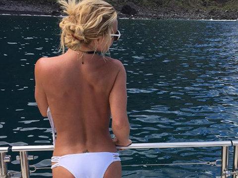 Britney Spears' Topless Bikini Pic & Hawaiian Vacay Video Gives Us Major FOMO