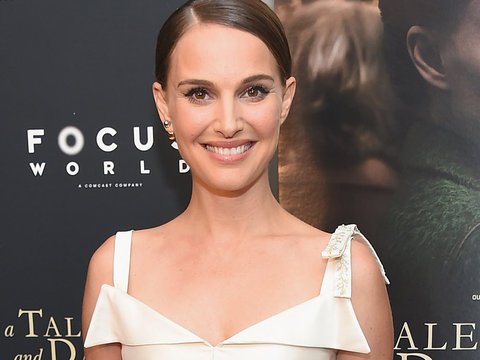 "Natalie Portman Is Sophisticated and Gorgeous at ""A Tale Of Love & Darkness"" Premiere"