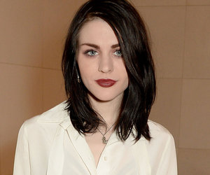 Frances Bean Cobain Celebrates Her 24th Birthday In a Bikini -- See Hawaiian…