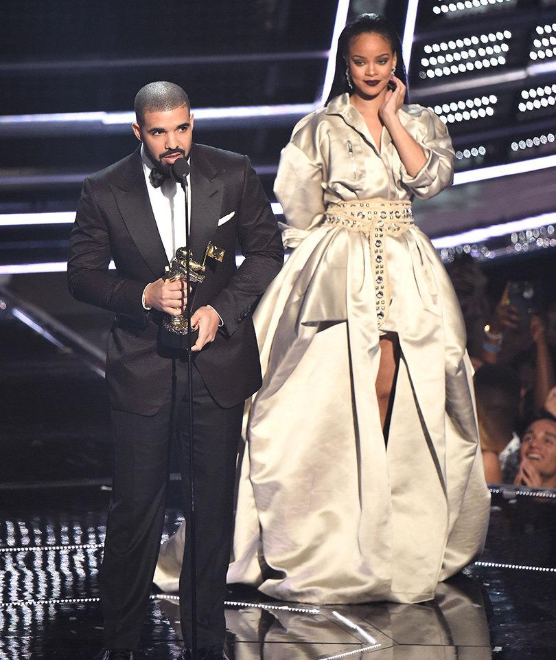 Rihanna Admits She Loves Drake After His VMAs Speech ... Kind Of