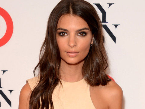 Emily Ratajkowski Ditches Her Underwear In Cut-Out Dress!