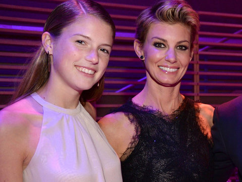 So Cute! Faith Hill & Daughter Maggie Belt Taylor Swift on College Road Trip