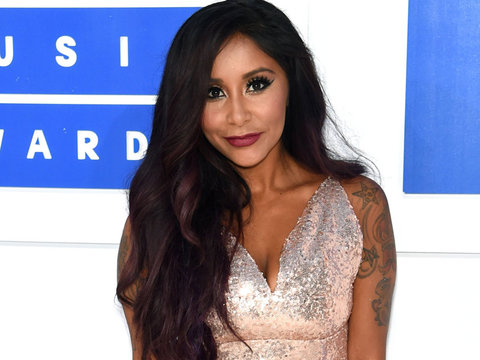 "Snooki Talks Mommy Shaming, Botox & ""Walking Dead"""