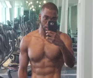 """""""SNL"""" Alum Jay Pharoah Flaunts Shredded Stomach After 40-Pound Weight Loss"""