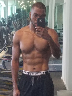 """SNL"" Alum Jay Pharoah Flaunts Shredded Stomach After 40-Pound Weight Loss"