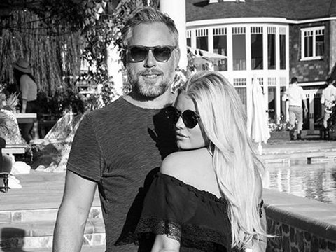 Jessica Simpson Flaunts Her Booty & More of This Week's Best Selfies!