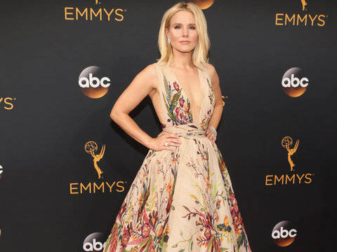 See How Kristen Bell Hilariously Got Ready For the Emmys!