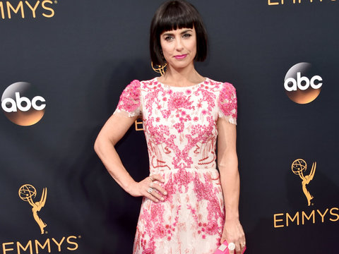 Constance Zimmer Shows Off Super-Short New Bob Haircut on Emmys Red Carpet