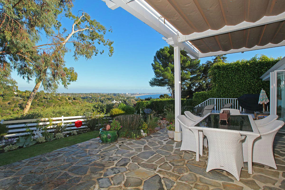 2012_06_toofab_Sally_Field_Pacific_Palisades_Home_0009_Layer_39. Sally Field  purchased this .