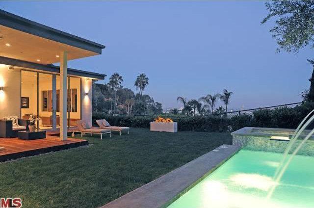 Sara Gilberts Modern Hollywood Hills House toofabcom