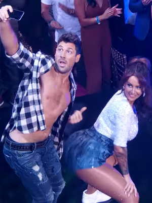"Amber Twerks on ""DWTS,"" Unrecognizable In Brunette Wig"