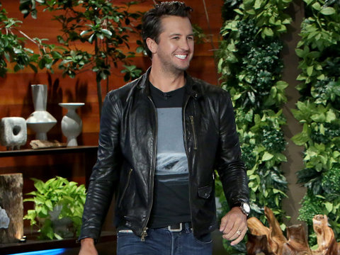 """Luke Bryan Enforces """"No Booty Touching"""" Rule with Fans"""