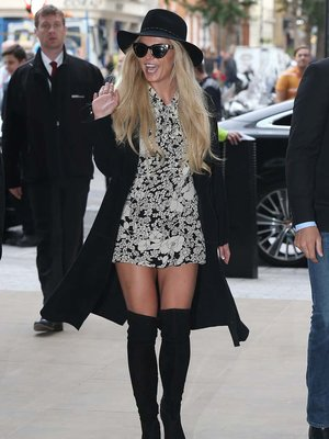 Britney Spears' Thigh-High Boots -- Fab or Drab?