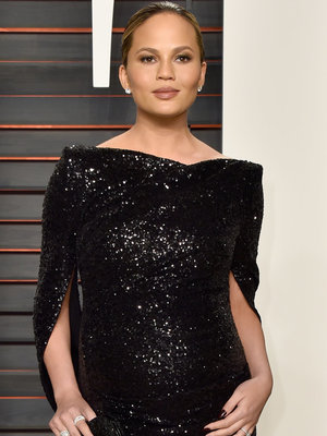 "See How Chrissy Teigen Clapped Back at a ""Mommy Shamer"""
