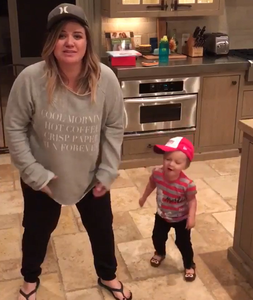 Kelly Clarkson & Daughter River Rose Dancing to Salt-N-Pepa Is Beyond Cute