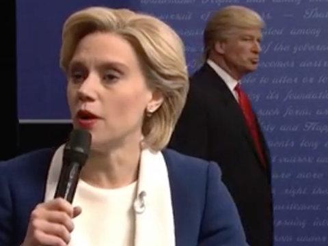 """Donald Trump Blasts """"SNL""""After Debate Skit, Melania's """"Lemonade"""""""