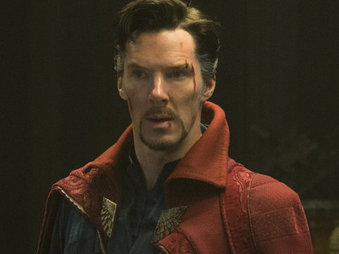 "Benedict Cumberbatch Was ""Giddy Like a Kid on Halloween"" Trying On ""Doctor Strange""…"