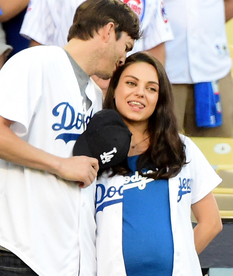 Ashton Kutcher & Mila Kunis Flaunt PDA (& Her Bump) on Date Night