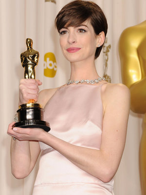"Why Hathaway Felt ""Very Uncomfortable"" Accepting ""Les Mis"" Oscar"