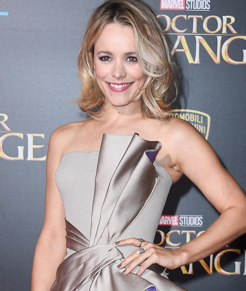 "Rachel McAdams Stuns! See ""Doctor Strange"" Premiere Pics"